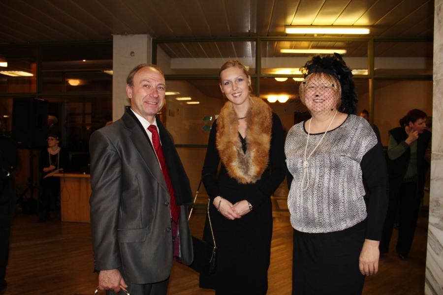 Birštono vicemeras J. Aleksandravičius, KAVB viešųjų ryšių specialistė E. Urbonavičienė ir Birštono viešosios bibliotekos direktorė A. Jaskūnienė