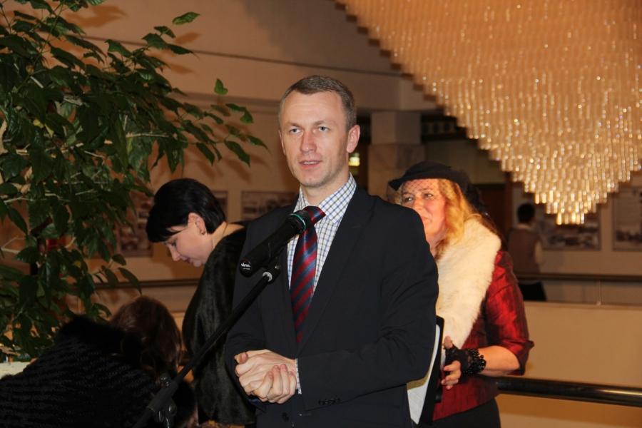 Svečius ir parodos rengėjus sveikino Kauno m. savivaldybės Kultūros ir turizmo plėtros skyriaus vedėjas A. Vilčinskas