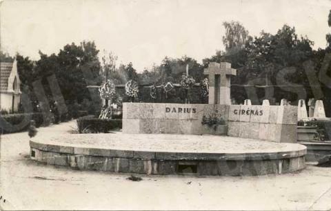 S. Dariaus ir S. Girėno mauzoliejus Senosiose kapinėse (Vytauto pr.)