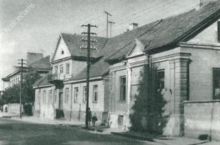 """Kino teatras """"Taika"""" (pirmas pastatas dešinėje) 1969 m."""