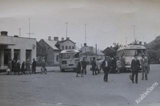 Kalvarijos autobusų stotis bei joje stovintys autobusai PAZ bei LAZ. 1978 m.