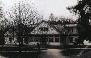 Baltoji vila. 1975 m.