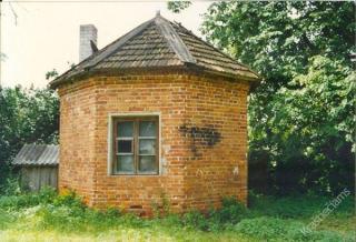 """Bokštelis """"Ledaunė"""" Markutiškių dvare. Apie 1989-1990 m."""