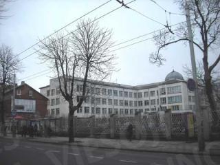 Automobilių stovėjimo aikštelė greta Kauno klinikinės ligoninės. 2014 m.