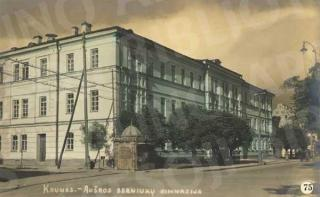 """""""Aušros"""" berniukų gimnazija XX a. 4 deš."""