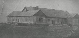 """Šakių """"Žiburio"""" gimnazijos pirmasis pastatas. XX a. 3 deš."""